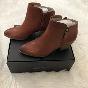 NIB Frye Judith Double Zip Booties